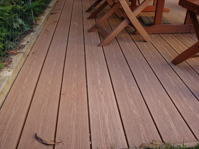 Pavimenti in legno composito lino quaresimin for Recinzioni in legno composito